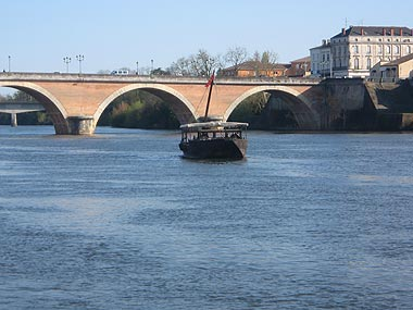 Dordogne river and bridge in Bergerac
